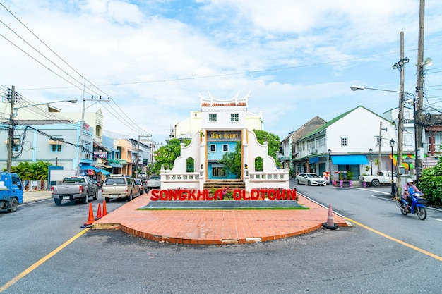 Porte de la capitale de la vieille ville de songkla entre nakhon nok et nakhon nai rd. songkhla city, thaïlande