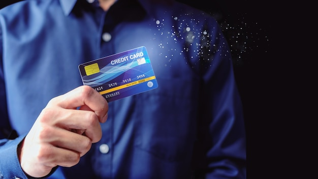 Porte-cartes de crédit en chemise bleue