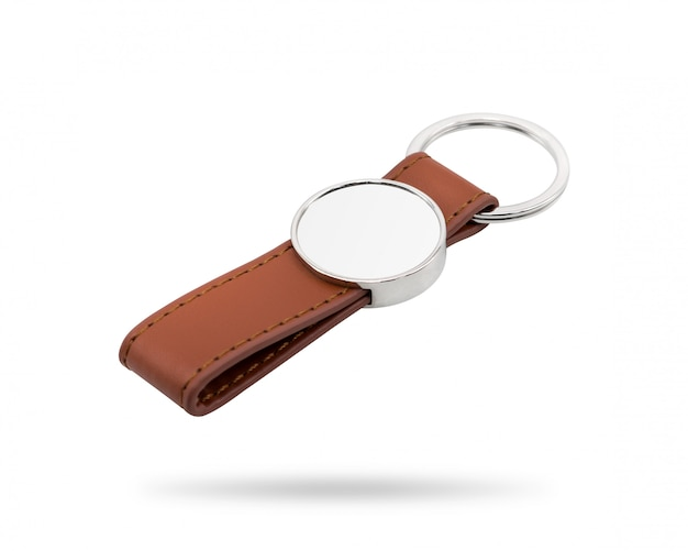 Porte-clés en cuir isolé sur fond blanc.