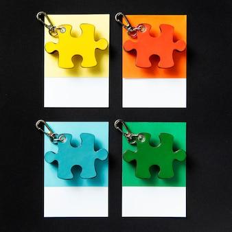 Porte-clés en forme de puzzle coloré