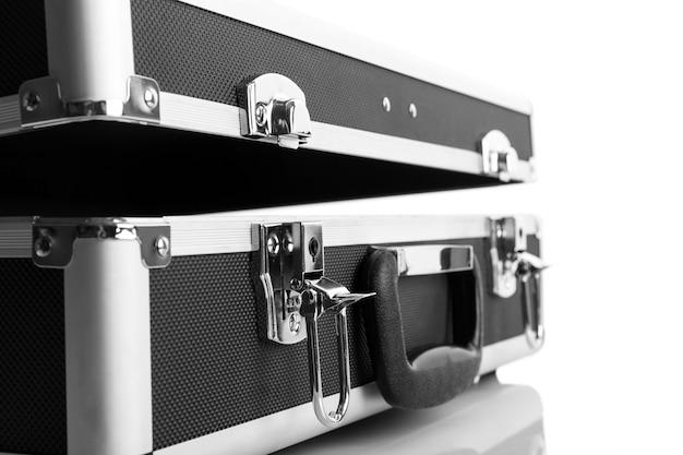 Porte-documents en métal isolé sur fond blanc