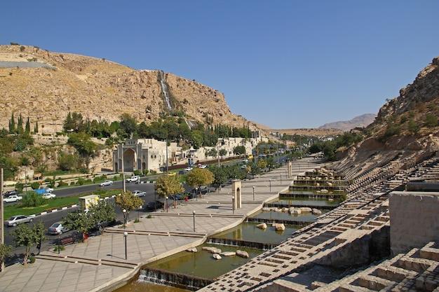 Porte du coran dans la ville de shiraz, iran