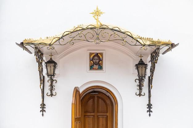 Porte de l'église de penticost