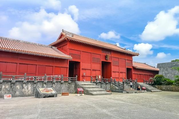 Porte d'entrée principale du château de shuri (shurijo) à okinawa