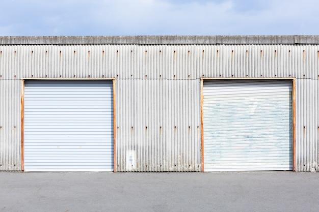 Porte de l'entrepôt