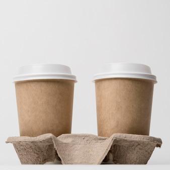 Porte-gobelet à angle bas avec tasses à café