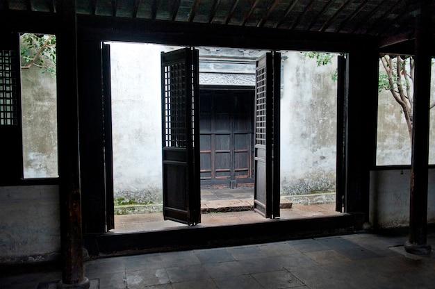Porte d'une maison, zhouzhuang, province du jiangsu, chine