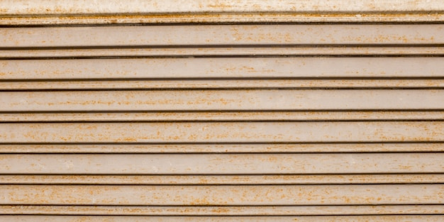 Porte en métal vieilli mur orange marron fond métal rouillé et oxydé