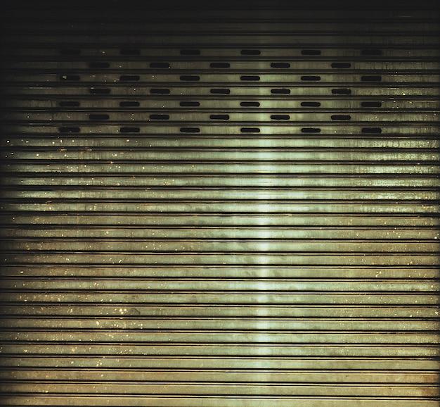 Porte métallique ancienne et sale dans le style grunge - fond
