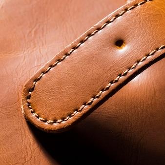 Porte-monnaie en cuir marron avec ceinture