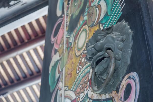 Porte de sculpture sur bois chinoise