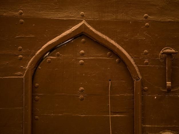 Porte voûtée à kusadasi en turquie
