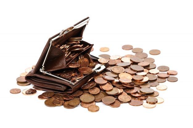 Portefeuille en cuir avec beaucoup de pièces en euro