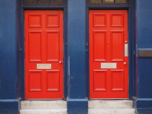 Portes britanniques traditionnelles rouges