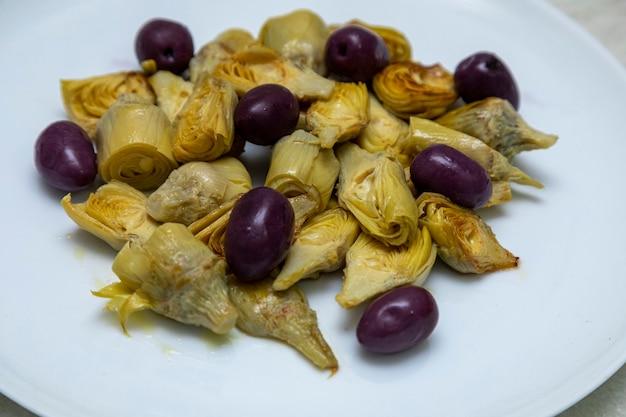 Portion de coeurs d'artichauts et olives