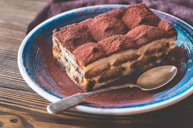 Portion de dessert tiramisu