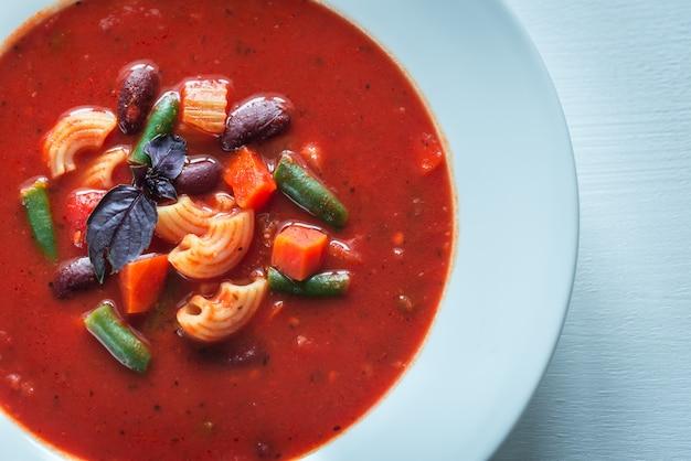 Portion de soupe minestrone