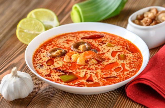 Portion de soupe tom yum