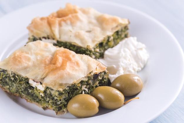 Portion de spanakopita - tarte aux épinards grecque