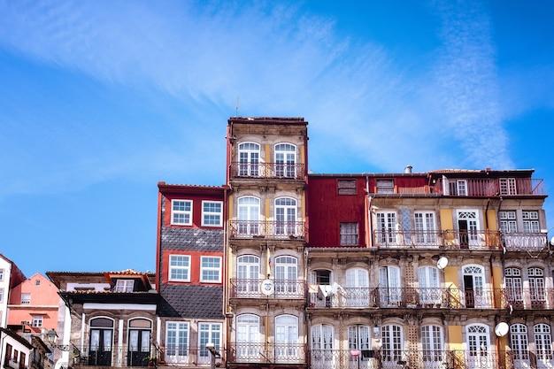 Porto bâtiments et façades dans le quartier riverain de la ribera