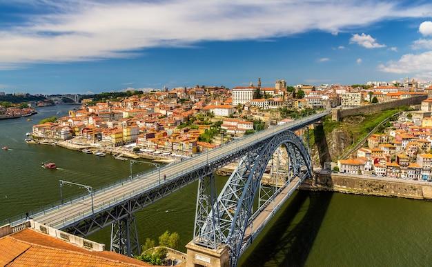 Porto avec le pont dom luis au portugal