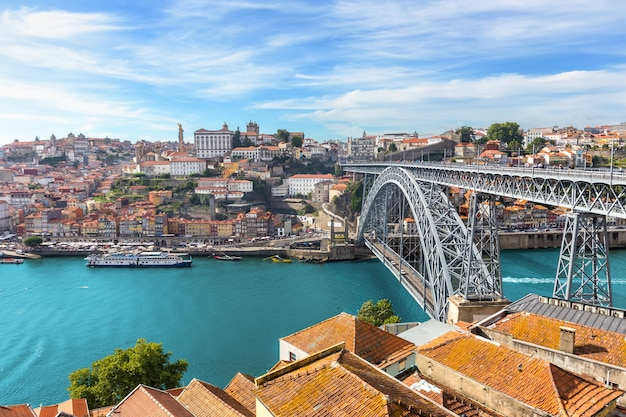 Porto vieux port de vin toscane avec rivière douro en été, portugal
