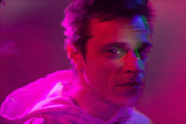 Portrait abstrait vaporwave de l'homme