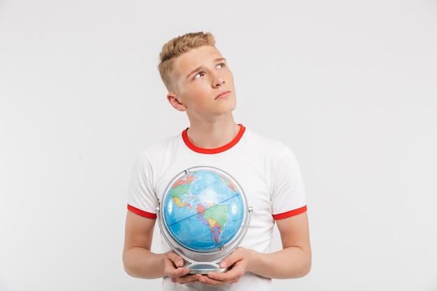 Portrait d'un adolescent songeur
