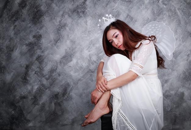 Portrait de l'ange de belle jeune femme