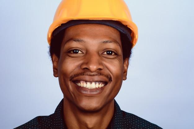 Portrait d'architecte afro-américain au casque