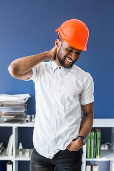 Portrait d'un architecte mâle afro-américain à succès