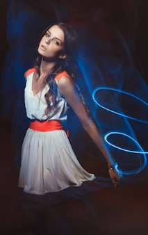Portrait d'art de couleur floue de fille