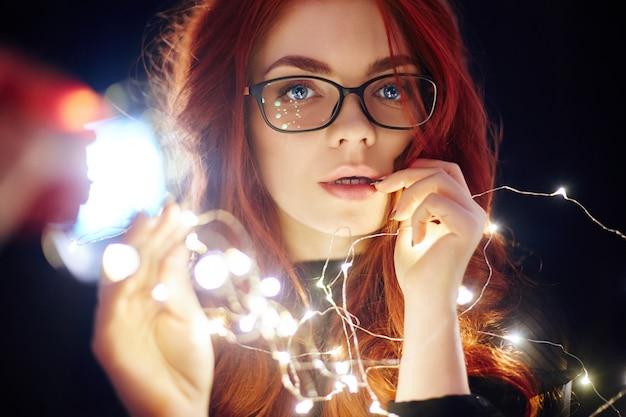 Portrait d'art femme aux cheveux rouges