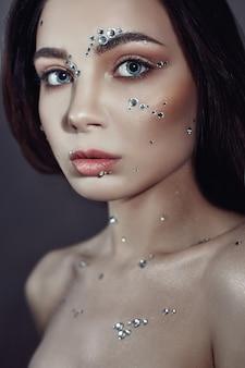 Portrait d'art femme gros cristaux strass face