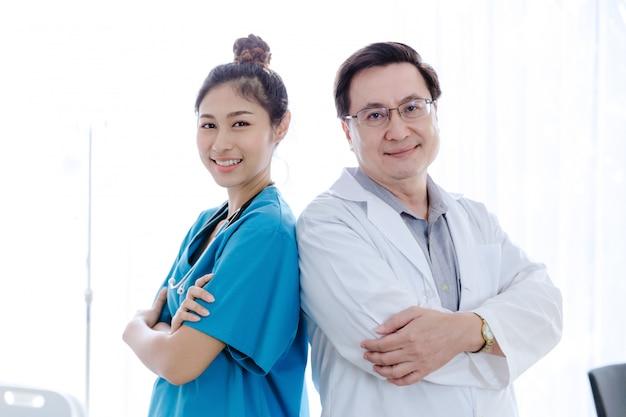 Portrait, asiatique, docteur, gens, équipe, debout, dans, hôpital chambre