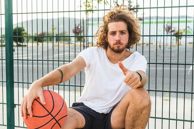 Portrait, basket-ball, gestes, pouce, haut