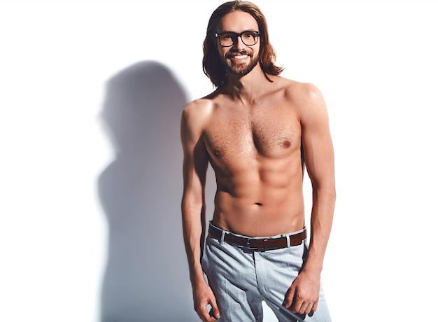 Portrait, de, beau, mode, élégant, hipster, modèle, homme, à, poitrine nue, dans, lunettes, blanc