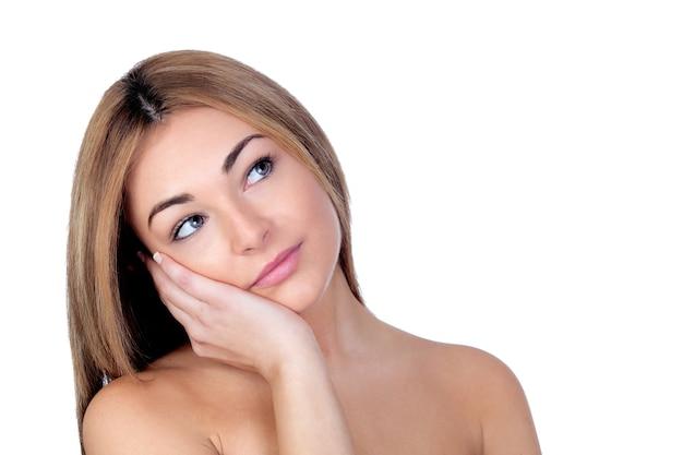 Portrait de beau modèle féminin sur fond blanc