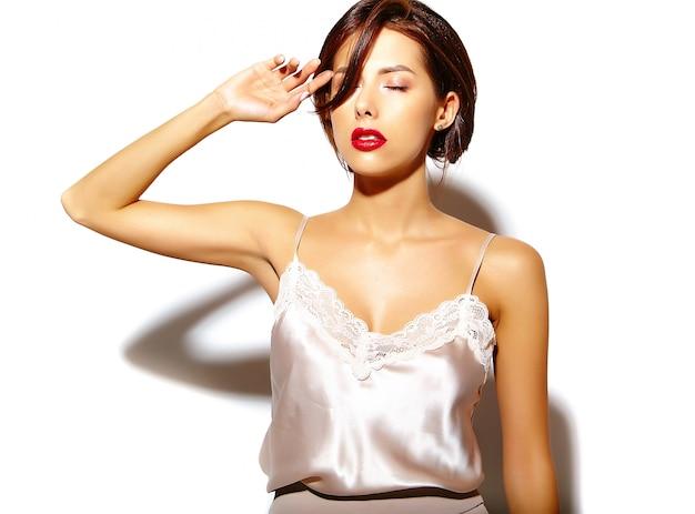 Portrait, de, beau, rigolote, sourire, brunette, femme femme, aller, fou, désinvolte, été, vêtements, sur, fond blanc