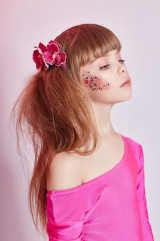 Portrait beauté fille naturelle peau propre, cosmétiques