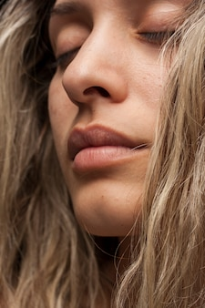 Portrait beauté jeune fille maquillage