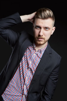 Portrait de beaux hommes brutaux sexy manager