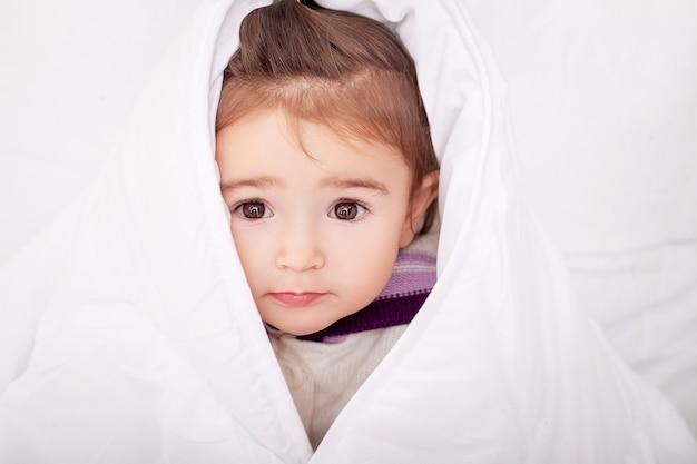 Portrait, bébé, fille, coucher lit