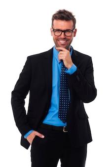 Portrait de bel homme d'affaires