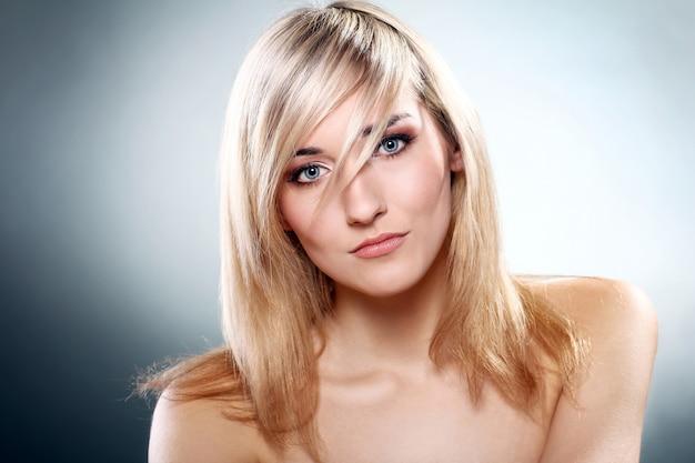 Portrait de la belle blonde