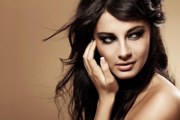 Portrait de la belle brune