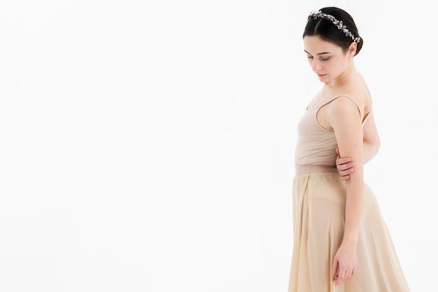 Portrait de la belle danseuse de ballet avec espace copie