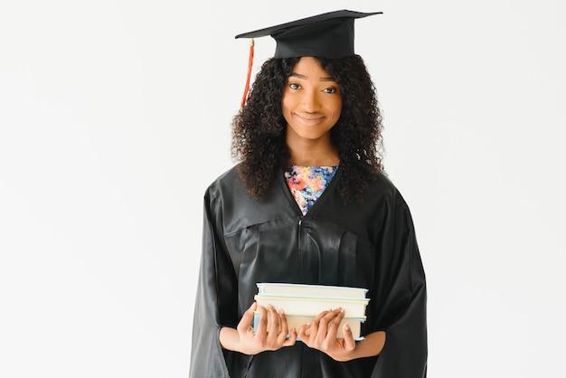 Portrait de la belle diplômée afro-américaine