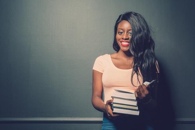 Portrait de belle étudiante afro-américaine