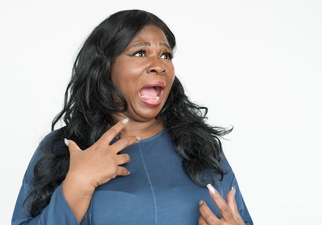 Portrait d'une belle femme afro-américaine mature